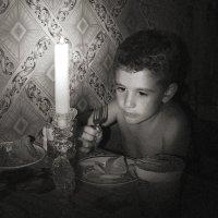 Ужин ненастным вечером. :: Victor