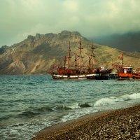 Алые паруса на фоне Карадага :: Татьяна Пименова