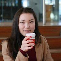 Студентка из Казахстана с вкусным кофе :: Наталья