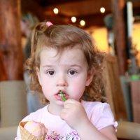 Девочка с мороженым :: Наталья