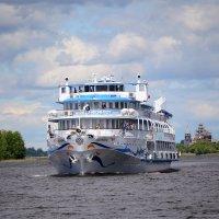 Теплоход на Онежском  озере :: Наталья Левина