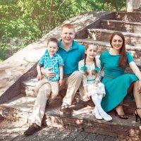 Дина с семьей... :: Мария Дергунова
