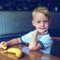 Мfльчик с бананом II :: Vladimir Valker