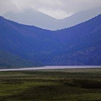 У подножия гор озеро лежит... :: Александр Попов