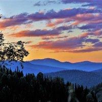 Вечерняя мгла опустилась на горы :: Сергей Чиняев
