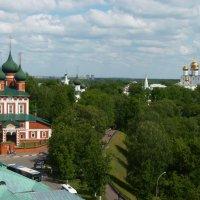 Ярославль  ...     Панорама  со  смотровой площадки  колокольни   ярославского кремля :: Galina Leskova