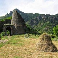 Akhtala Fortress :: Volodya Grigoryan