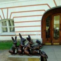 "Скульптура ""Зайцы"" на Заячьем острове. (Санкт-Петербург) :: Светлана Калмыкова"