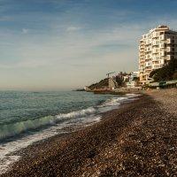 Ялтинский пляж в апреле :: Вадим
