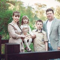 Елена с семьей :: Мария Дергунова