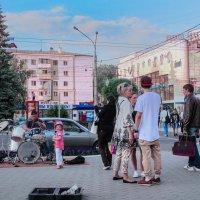 Музыканты и поклонницы. :: Надежда Ивашкина