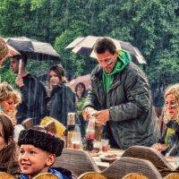 Дождь поливал,невзирая на праздник... :: Лара ***
