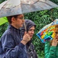 Зонты то открывали,то закрывали. :: Лара ***