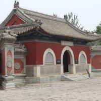 Пекин, Действующий храм на территории олимпийского города :: Сергей Смоляр