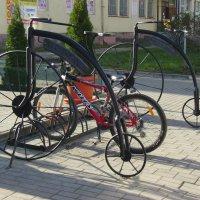 Стоянка  для  велосипедов  в  Ивано - Франковске :: Андрей  Васильевич Коляскин