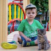 Портрет с котенком :: Юрий Шапошник