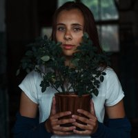 Маша и цветок :: Julia VasilёK