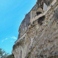 У скальной стены монастыря :: M Marikfoto