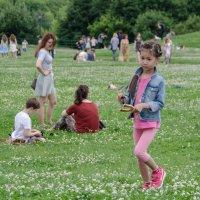 """фотопрогулка Коломенское: """"...а  я маленькая детка... """"    :))) :: Лариса *"""