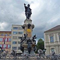 Фонтан Августа на Ратушной площади :: Galina Dzubina