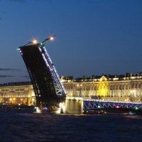 Дворцовый мост :: Михаил Радин