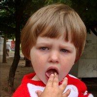 - Ешь вафлю, ешь вафлю... А я хочу мороженое! :: Нина Корешкова