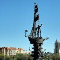 высокая скульптурная группа :: Олег Лукьянов