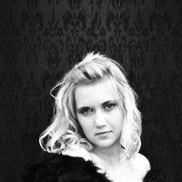 девушка в шубе :: Kseniya Logan