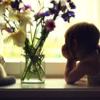 Маленькая Соня. Цветы. И кошка. :: Алёна Писаренко