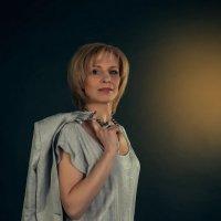 Бизнес-леди в брючном костюме :: Виталий Сидоренко