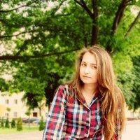 девушка на скамейке :: Александр Юрийчук