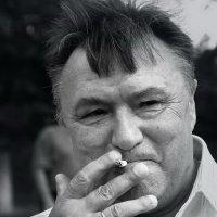 Сладкая затяжка :: Юрий Морозов
