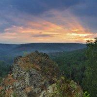 Взгляд на рассвет фотографа, ночь напролёт снимавшего пейзажи :: Владимир Захаров