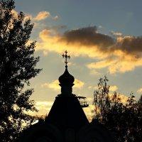 Часовенка на закате :: Людмила Минтюкова