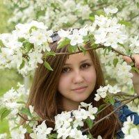 Яна и дерево :: Masha Ivannikova