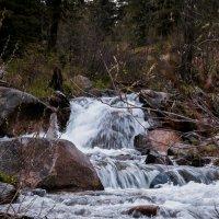 Река Горный ручей :: юрий Амосов
