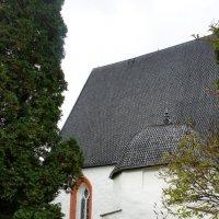 Церковь святого Хенрика в Пюхтяя. Одна из самых хорошо сохранившихся средневековых каменных церквей :: Елена Павлова (Смолова)