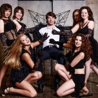 Сергей и девочки... :: Влад Селезнев