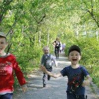 Самое лучшее время на свете когда мы ещё дети ... :: Татьяна Диораки