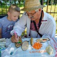 Учись, внучек! :: Vladimir Semenchukov