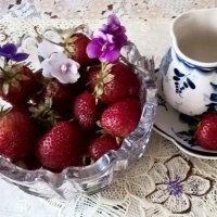 Утро с клубникой :: Елена Семигина