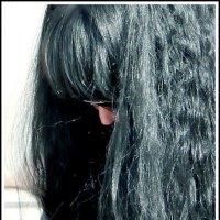 Касаясь всей вселенной густой копной волос :: юрий