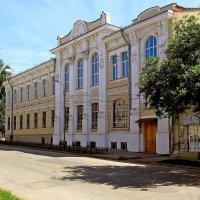 Здание Окружного суда в Самаре (1903 г.) на Алексеевской площади. Вид с ул. Заводской :: Денис Кораблёв