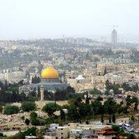 Вид на Старый город, гору Сион, Кедронскую долину и северную часть Иерусалима :: Валерий Новиков