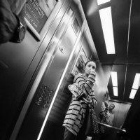путешествие в лифте :: Sergey Ivankov