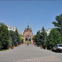 Выход из церковного двора :: Нина Корешкова