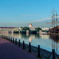 Биржевой мост с набережной :: Valerii Ivanov