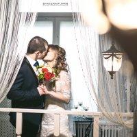 Нежный поцелуй в уютной обстановке :: Екатерина Гриб