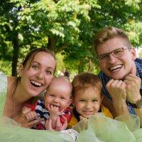 Счастье - это когда вся семья вместе! :: Ксюша Богомолова