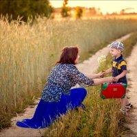 Мама и сынишка :: Евгений Казаков